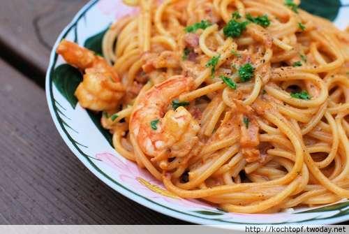 Spaghetti mit Crevetten und Brandy, flambiert
