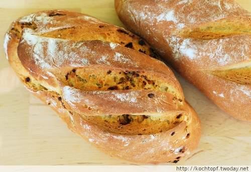1 Basisrezept - 12 weitere Brote - Ricotta-Brot mit Speck, getrockneten Tomaten und Oregano