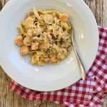 Tagliatelle mit Gambas und cremiger Zucchini-Knoblauch-Sauce