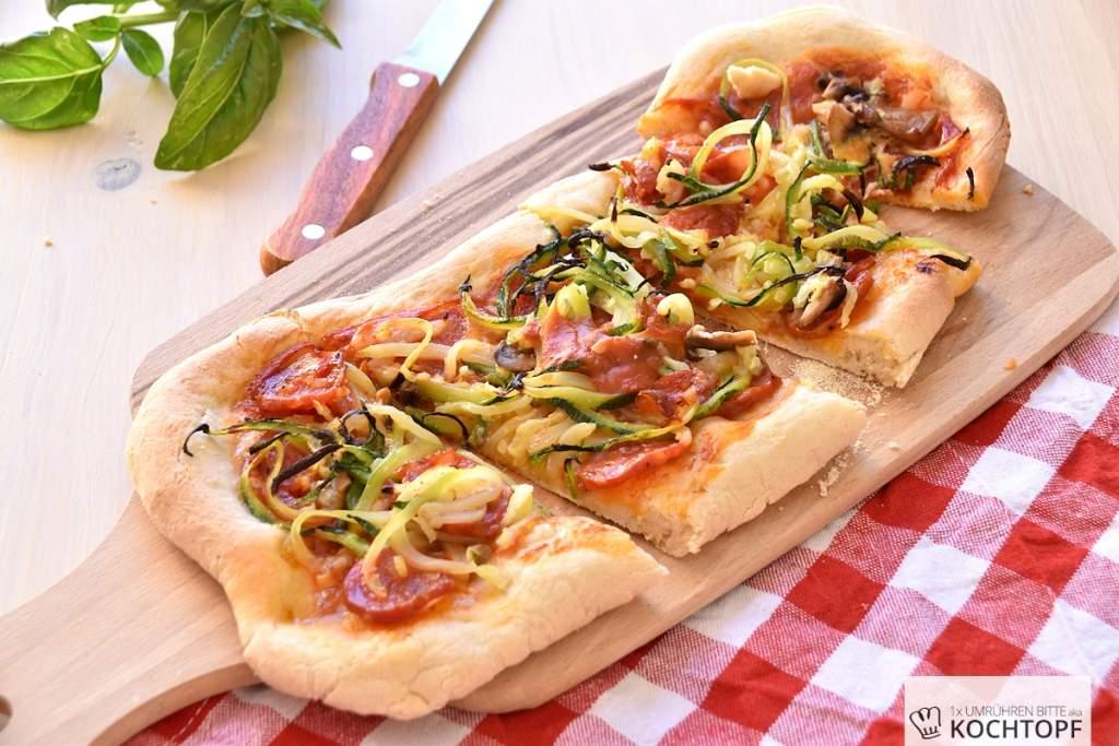 Frisch aus dem Ofen – Pizza mit Zucchini und Chorizo